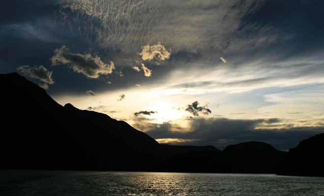 La seule manière de passer la nuit consiste à réserver une cabine à bord d'un navire ou dans le dortoir de Deep Cove.