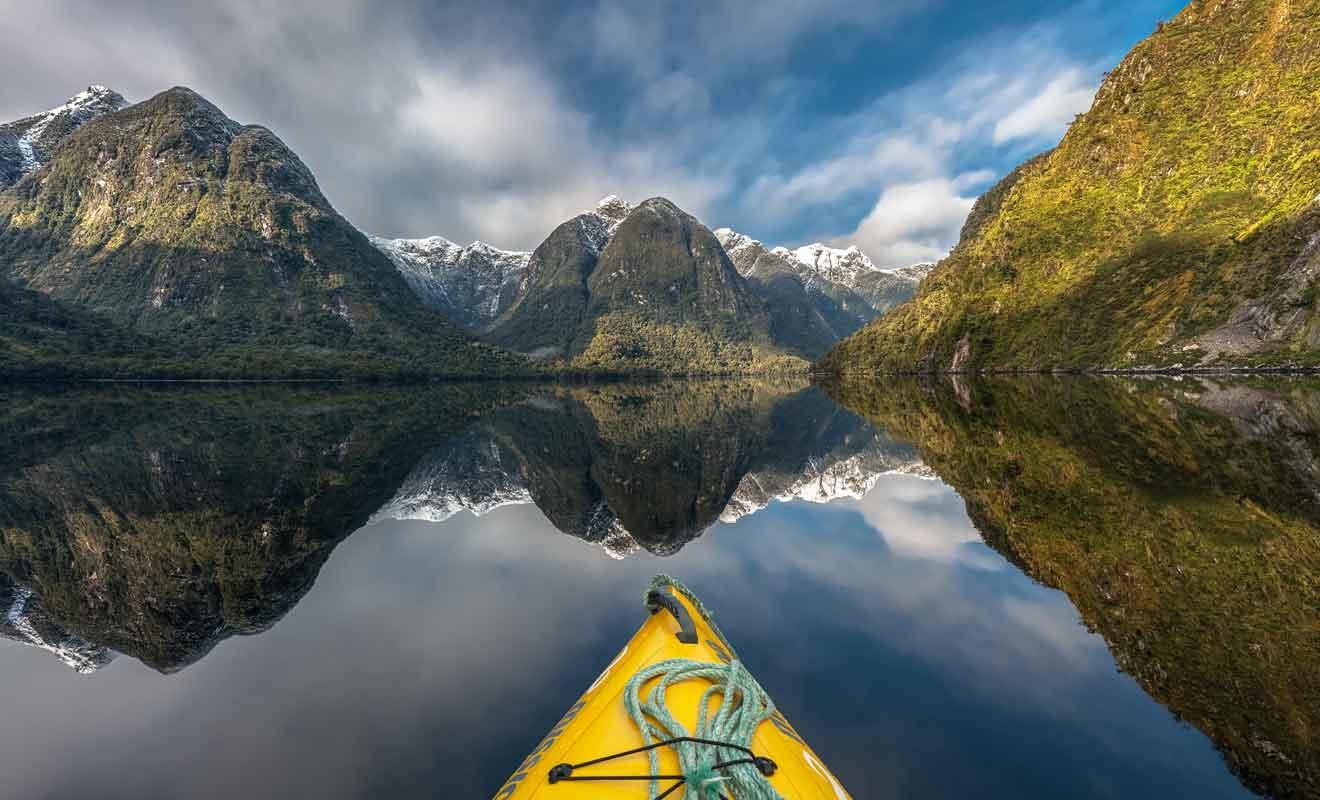 Le kayak change les perspectives et il vaut mieux découvrir les fjords au fil de l'eau que sur un navire de croisière.
