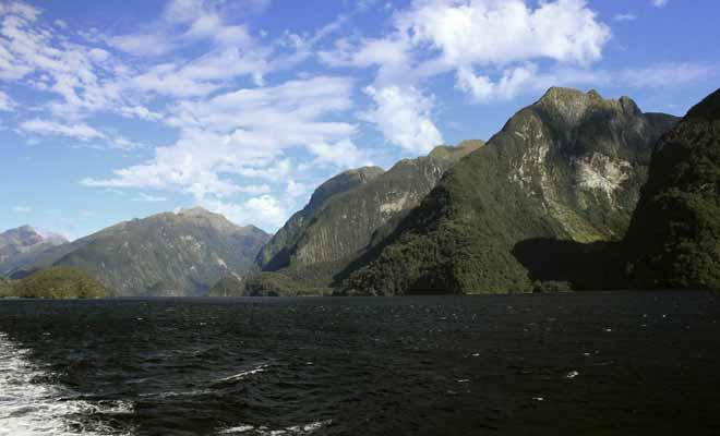 Beaucoup moins touristique que le Milford Sound, le Doubtful Sound se dévoile après un long trajet en bateau puis en autocar. Mais le jeu en vaut la chandelle malgré une météo souvent capricieuse.
