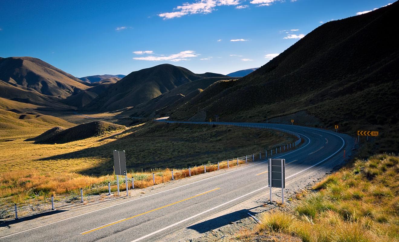 Les Speed Highways (SH) sont l'équivalent néo-zélandais de nos routes nationales. Elles sont présentes dans tout le pays, et vous allez les emprunter durant tout votre séjour.