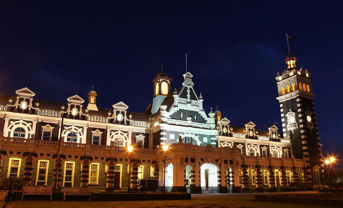 S'il vous reste de l'énergie en fin de soirée, il faut absolument admirer la gare Centrale. L'éclairage nocturne est particulièrement réussi.