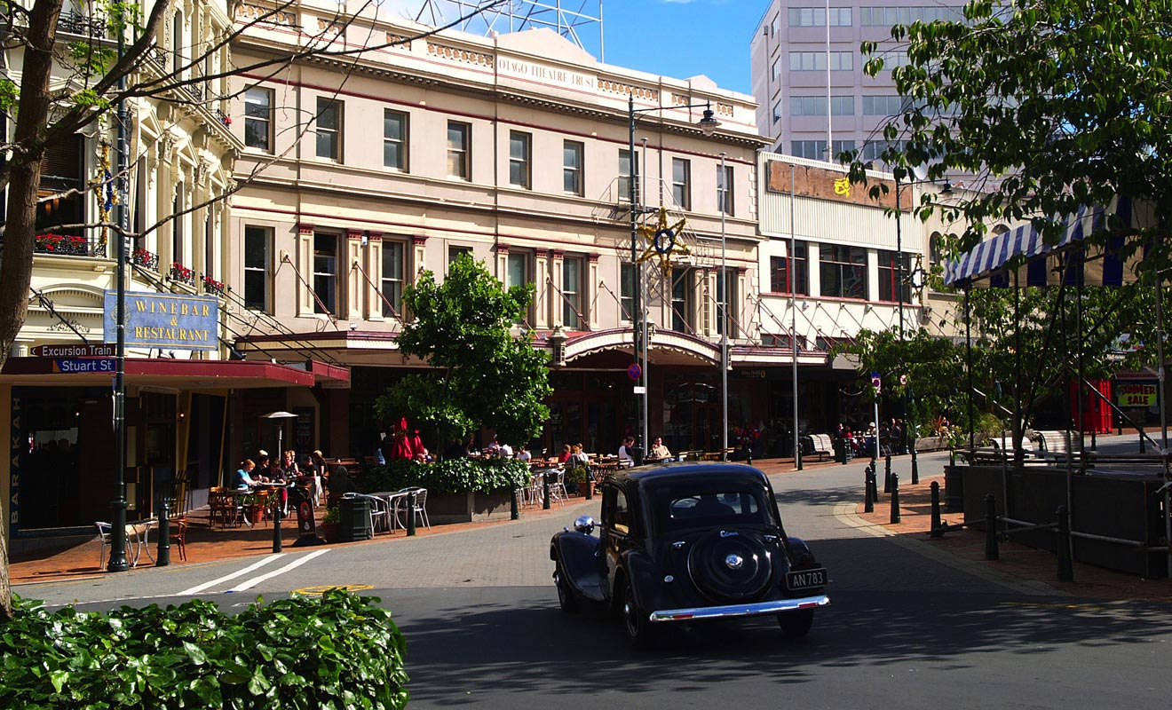 Certains bâtiments ont conservé un charme rétro. La passion des Néo-Zélandais pour les vieilles voitures donne l'occasion de prendre des photos sensationnelles.