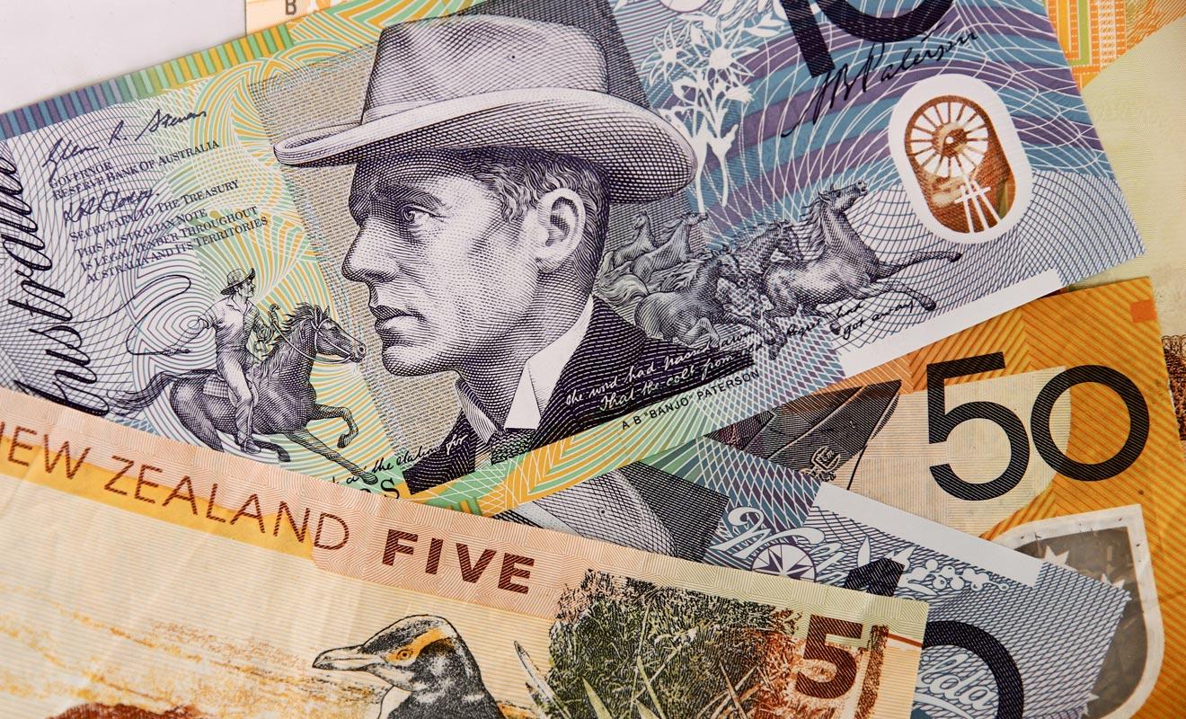 Le principe du Visa Vacances Travail consiste à financer la découverte du pays avec l'argent gagné en acceptant de petits boulots (comme la cueillette de fruit ou le service dans la restauration).