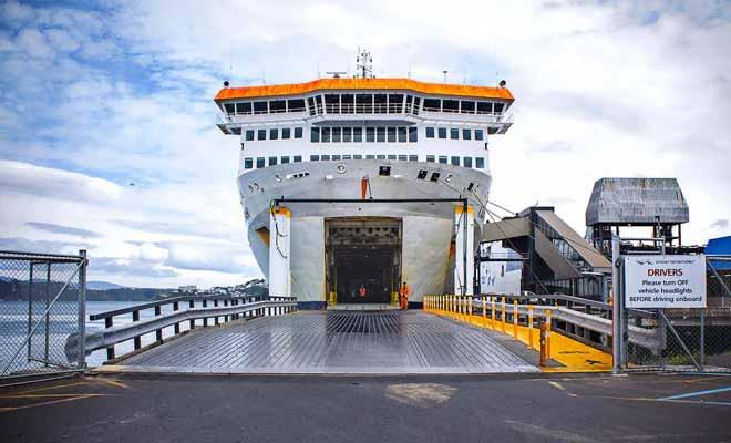 Pour se garer dans le ferry, il suffit de conduire et de se garer normalement. Il n'y a aucune compétence particulière à avoir.