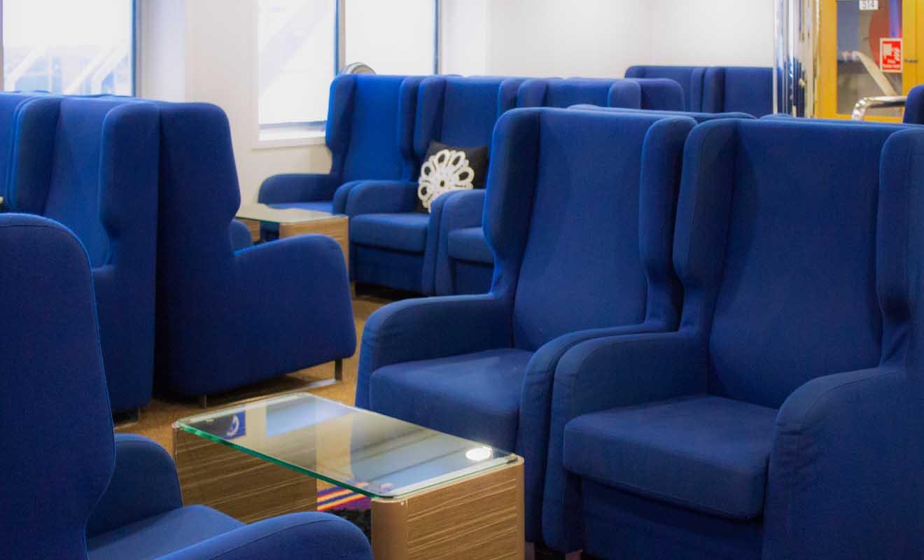 Les Lounges des ferries sont très confortables, mais l'accès coûte 50 dollars !