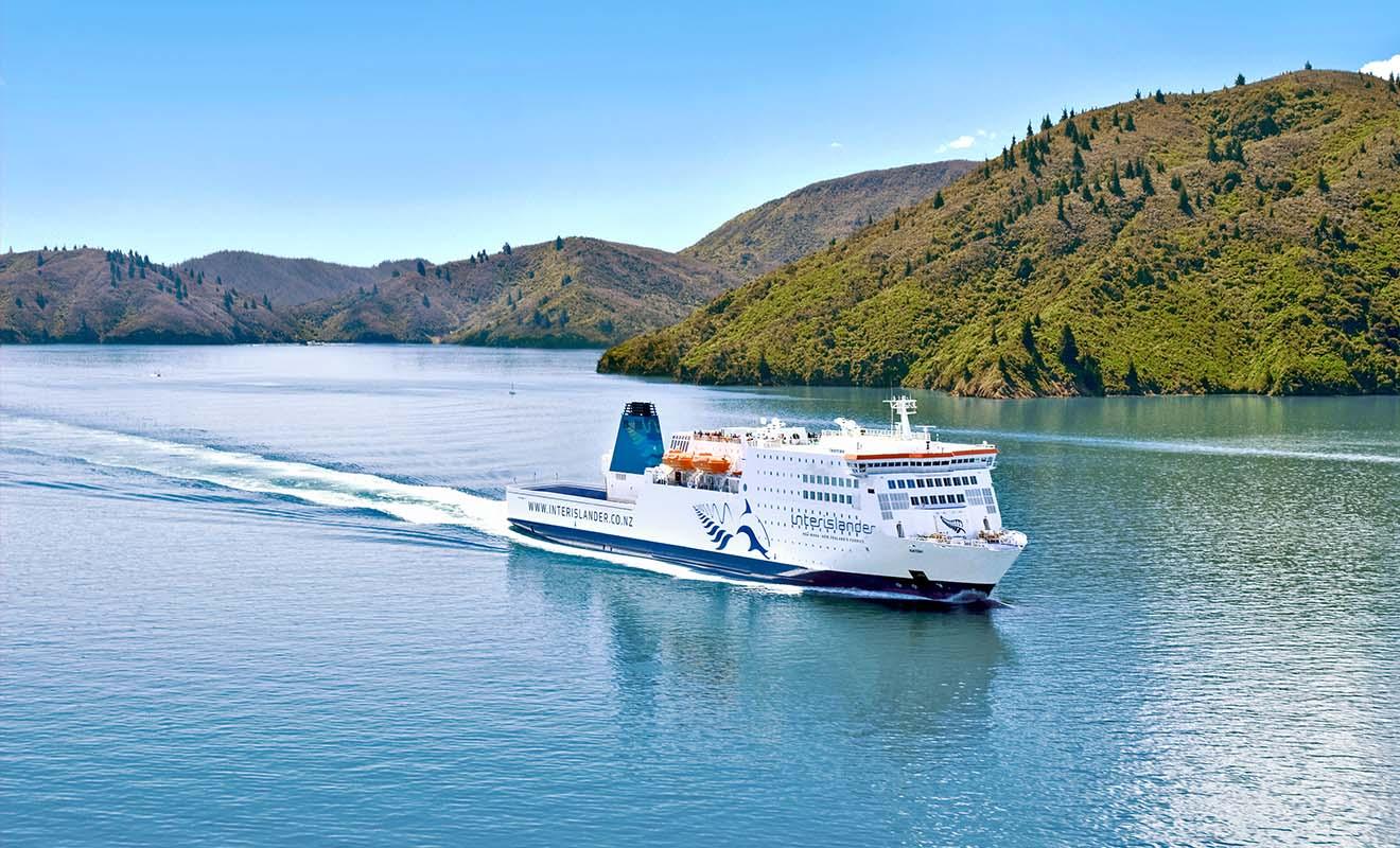 Le Kaitaki est le plus grand ferry de toute la Nouvelle-Zélande, capable de transporter 1350 passagers, sans compter le personnel de bord.