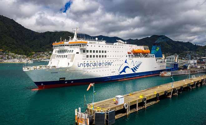 L'un des principaux attraits du voyage reste de pouvoir monter sur le pont pour admirer l'arrivée à Picton.