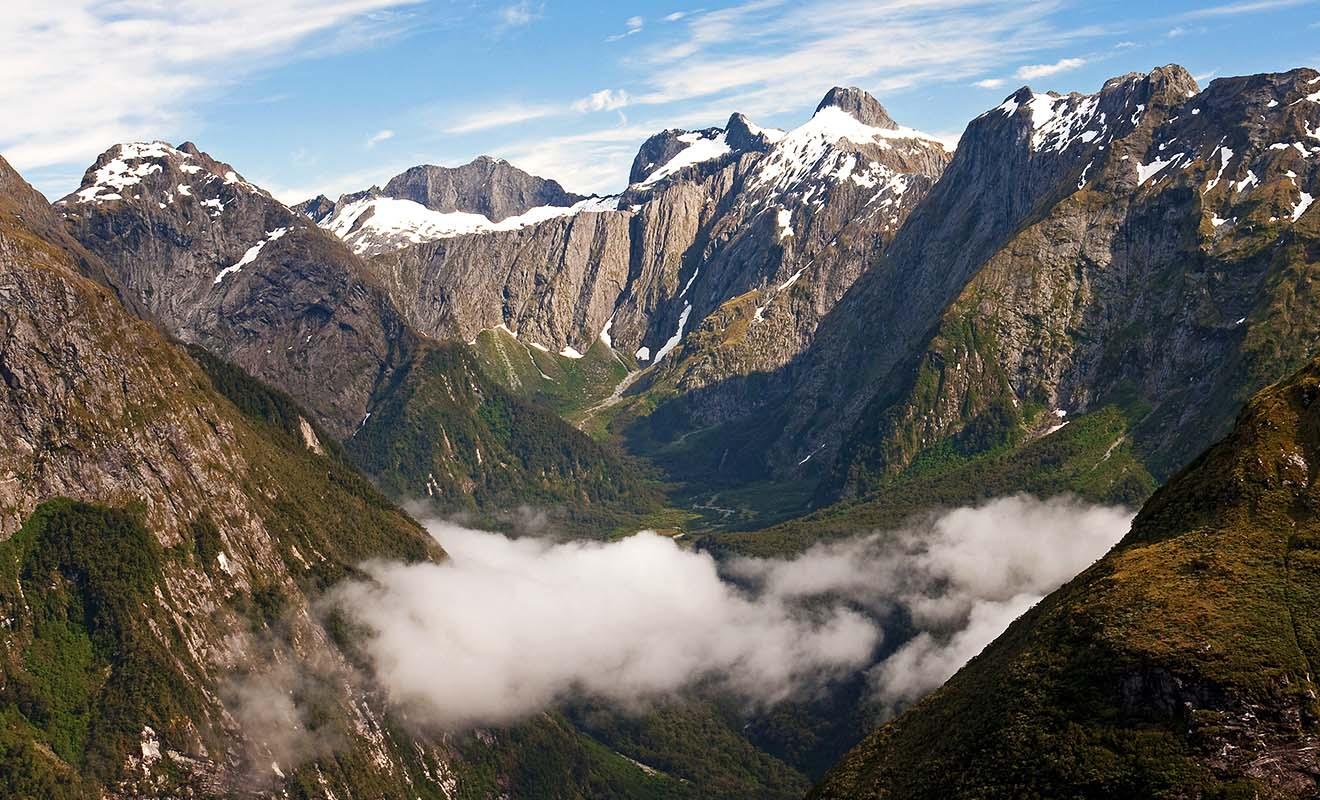 Les survols en hélicoptère du Fiordland sont extraordinaires si vous avez les moyens, car l'activité coûte hélas très cher.