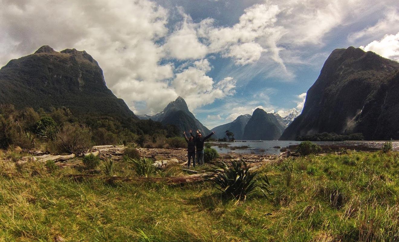 Le Programme Vacances Travail (PVT) offre la chance de visiter le pays à son rythme. Julien et Marine se sont notamment rendu au Milford Sound.