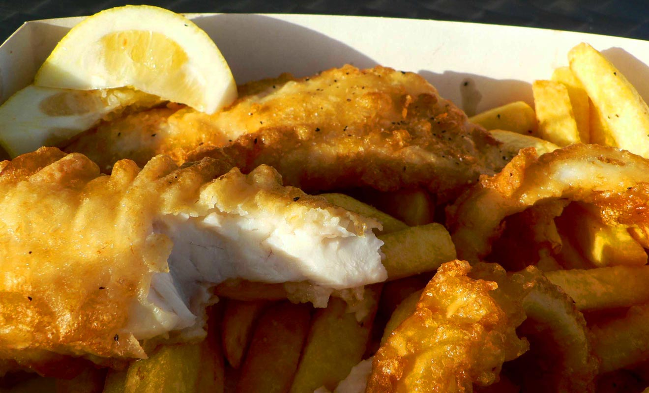 On prétend que le meilleur Fish'n chips du monde serait servit à Mangonui. La Nouvelle-Zélande étant composée d'îles et peuplées de marins, les Kiwis en font souvent leur ordinaire.