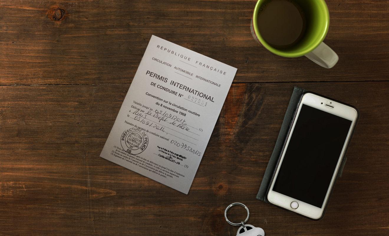 Le permis de conduire international est obligatoire et devra être présenté à chaque contrôle accompagné du permis national. En réalité, le permis international est une simple traduction du permis en langue anglaise qui facilite le travail des policiers qui ne parlent pas français.