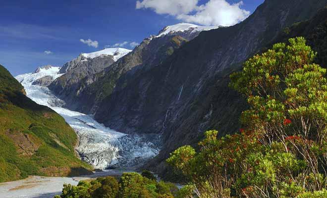 Hélas, les glaciers reculent d'année en année en Nouvelle-Zélande, à cause du réchauffement climatique.Rien n'indique que les prochaines générations pourront visiter les lieux dans les mêmes conditions.