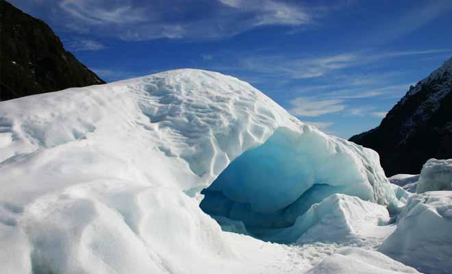 Les grottes de glaces filtrent la lumière du soleil et nous apparaissent bleues. C'est indéniablement le meilleur moment de la visite.