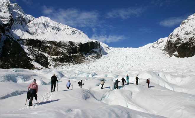 Les experts qui travaillent sur le Fox sont des guides de haute montagne qui viennent des quatre coins de la planète. On trouve beaucoup de Canadiens, mais aussi des Suisses, tous entraînés à la marche sur glace.