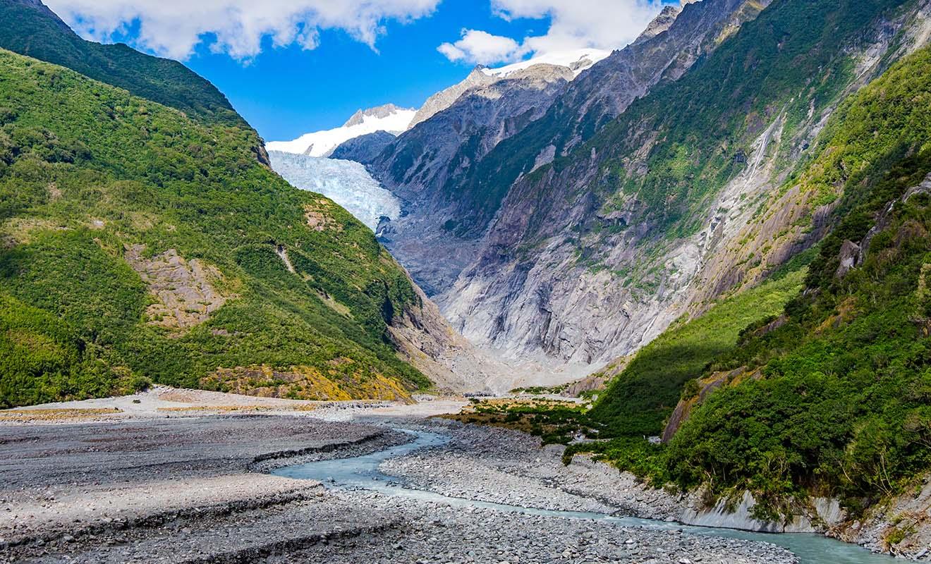 Le Fox Glacier recule chaque année à cause du réchauffement climatique alors qu'il descendait au niveau de la mer il y a encore une vingtaine d'années.