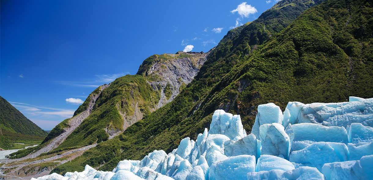 Le Fox Glacier est célèbre pour ses grottes de glace bleue.