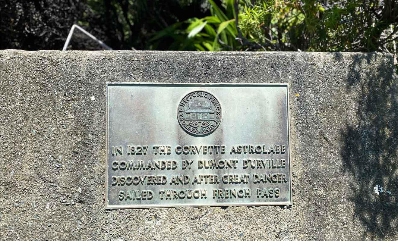 Collinet Point Lookout et son monument en hommage au français Jules Dumont d'Urville.