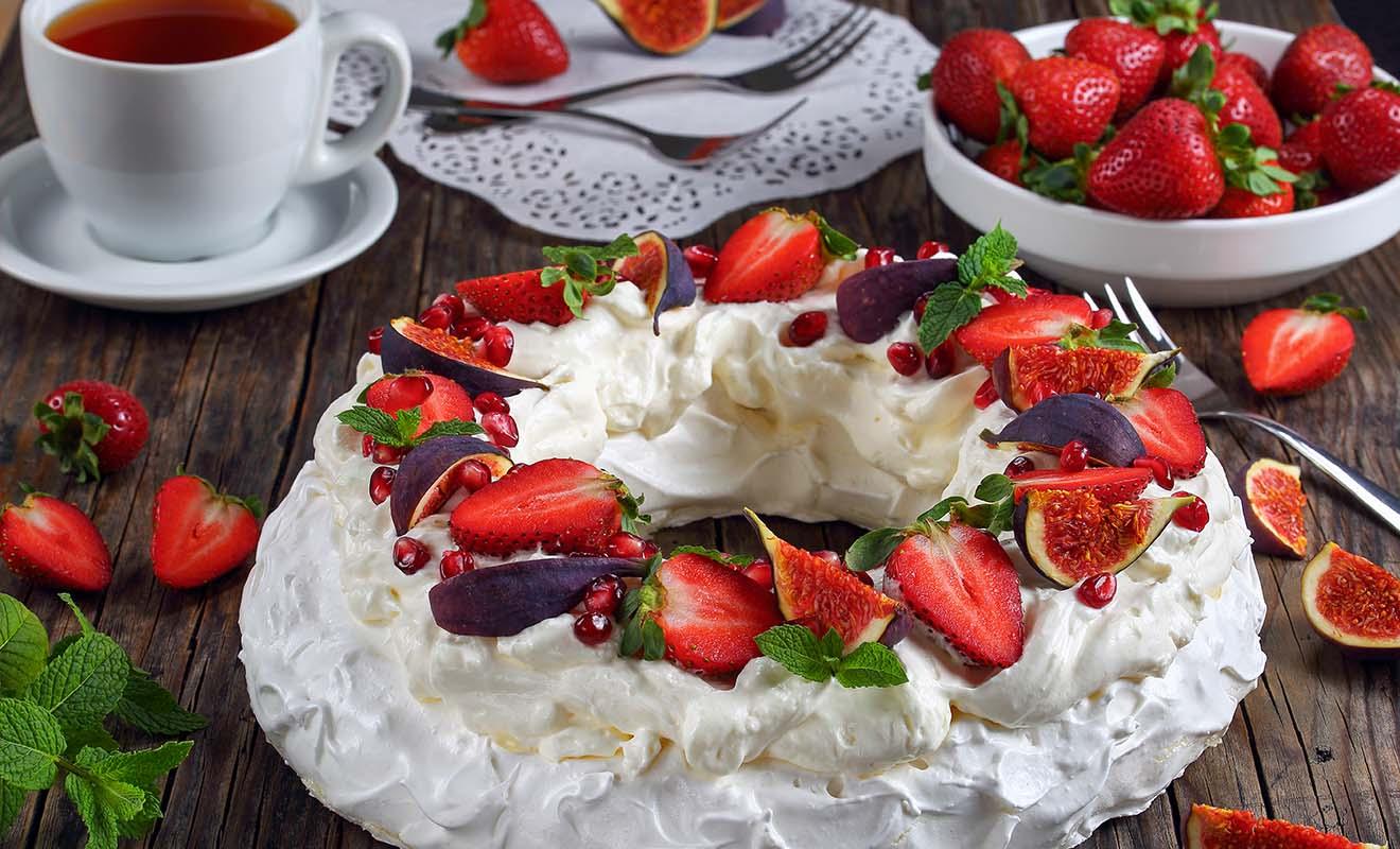 Le dessert traditionnel néo-zélandais, la pavlova, est servi pour les anniversaires ou durant les fêtes de Noël.