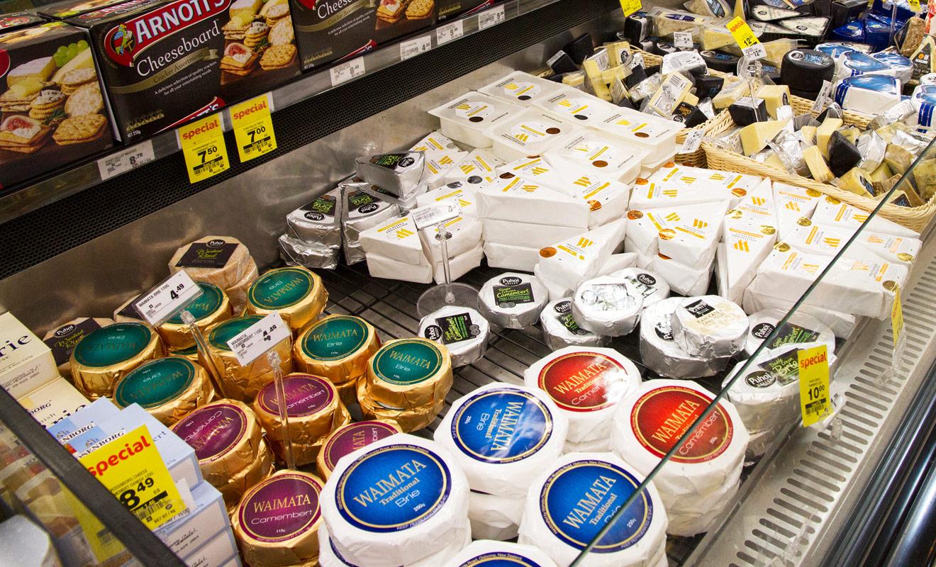 C'est une surprise pour la plupart des visiteurs, mais la Nouvelle-Zélande est un pays qui produit une grande variété de fromages, avec des spécialités locales. Confronté à tant de nouveautés, il faudra se jeter à l'eau et goûter pour se faire une idée.