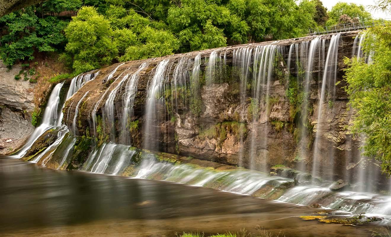 Si l'on vient surtout pour le Rere Rockslide, les chutes à proximité sont un petit bonus sympathique à ne pas manquer.