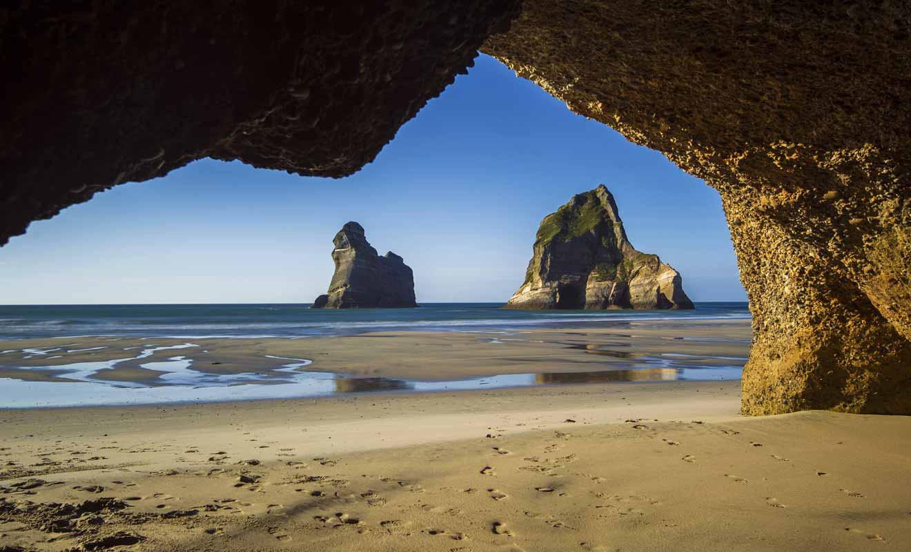 Ne vous inquiétez pas si les arches ne sont pas visibles d'entrée de jeu lorsque vous arrivez sur la plage, il faut se déplacer vers la gauche pour les apercevoir.