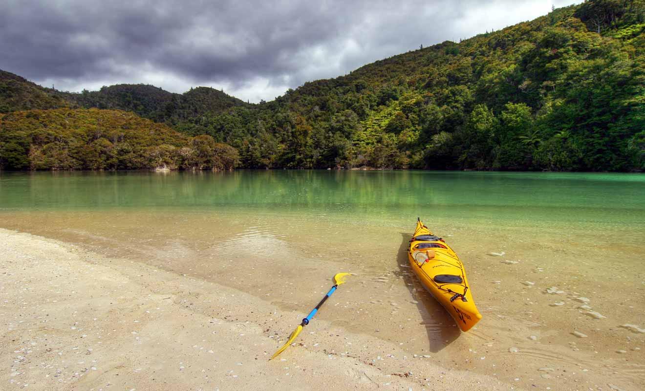 Il suffit d'emprunter un bateau-taxi pour explorer le parc national d'Abel Tasman.
