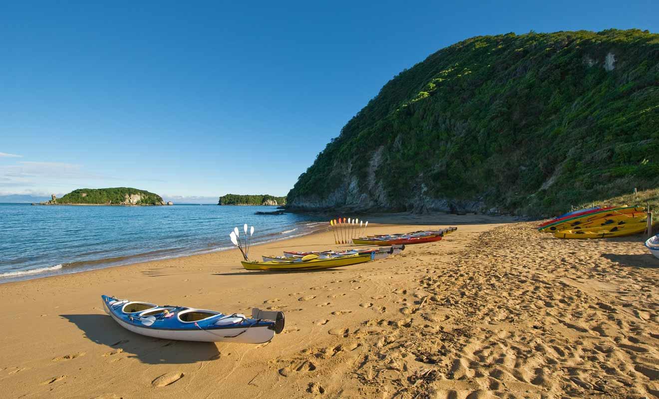 Si vous n'avez jamais fait de kayak de votre vie, il est préférable de commencer par une visite encadrée par un moniteur expérimenté.