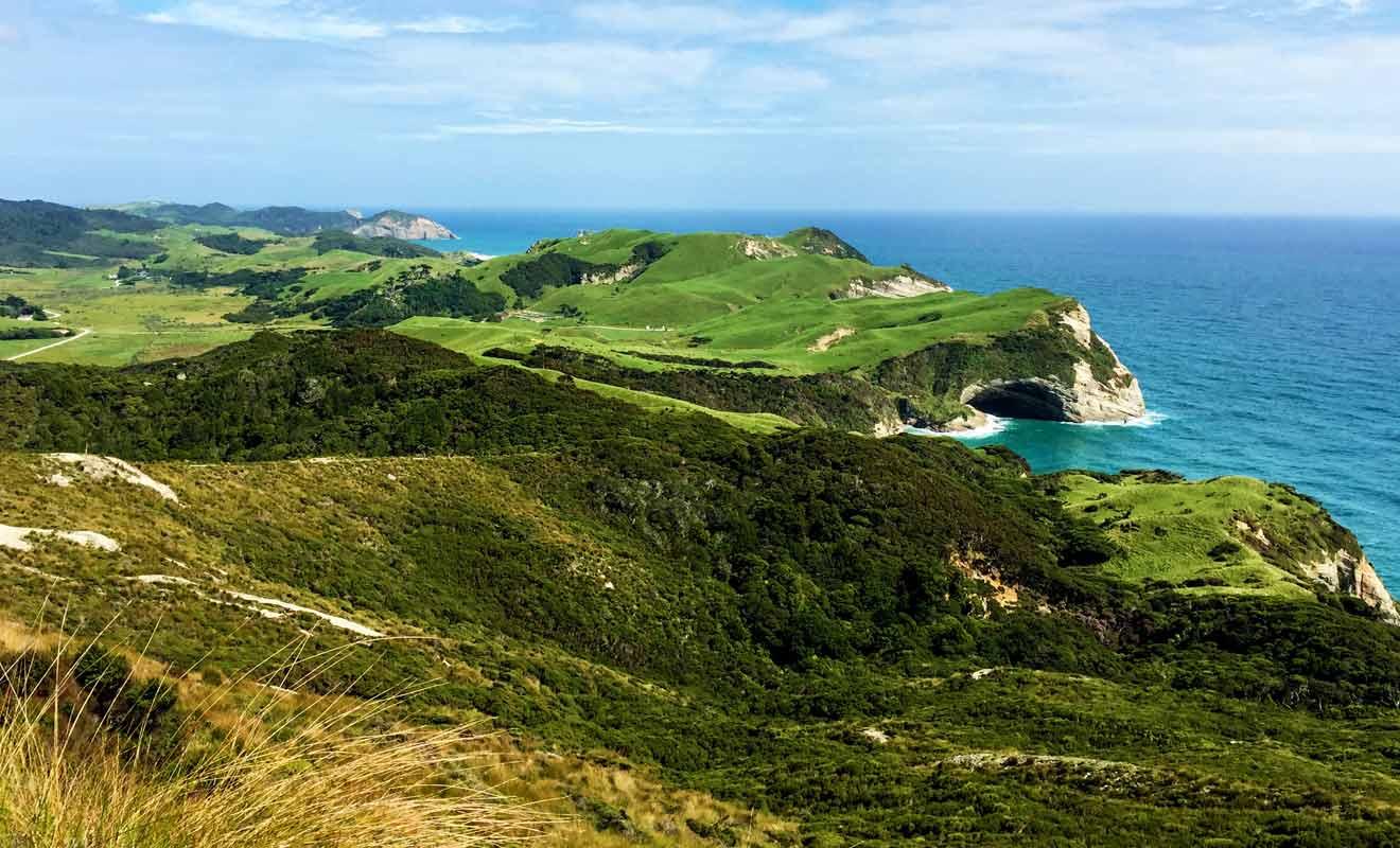 Vous pouvez remonter la colline pour rejoindre un point de vue, mais restez à bonne distance du vide.