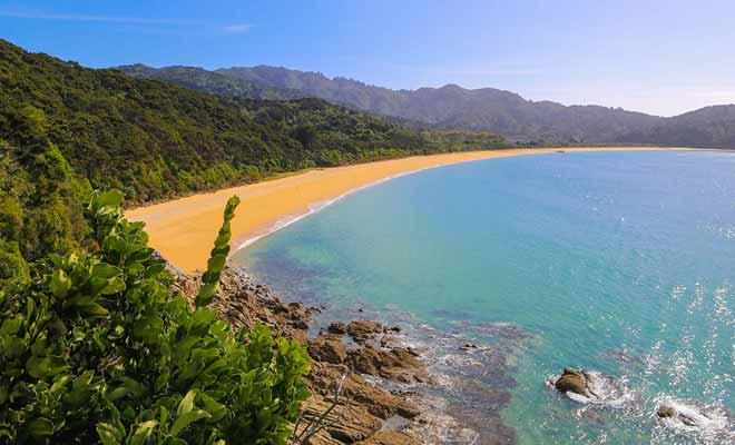 La Nouvelle-Zélande possède plusieurs milliers de kilomètres de plages désertes.