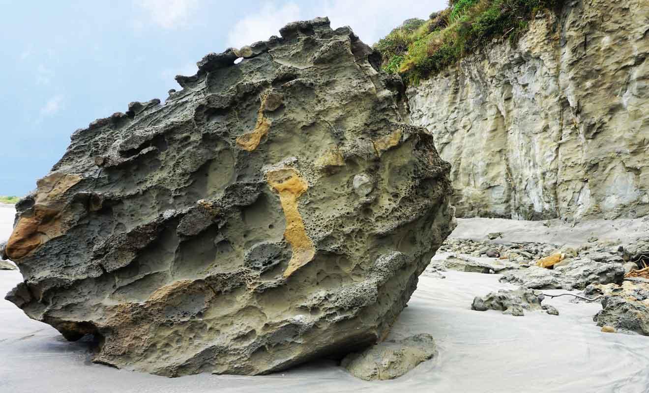 Les fossiles de vers et de coquillages démontrent que toute la région était jadis sous la mer.