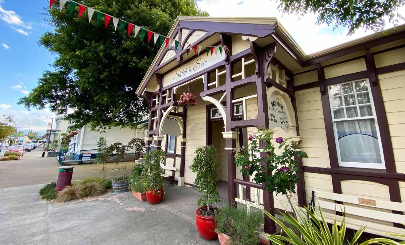 Les demeures construites dans le style colonial donnent du charme à Commercial Street.