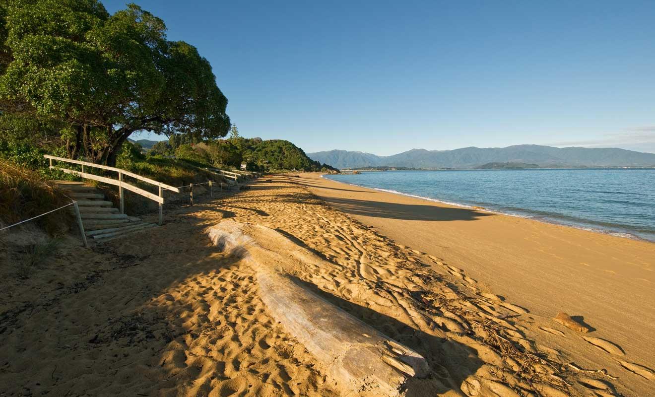 Tata Beach est la plage la plus populaire de Golden Bay, mais elle est déserte en basse saison.