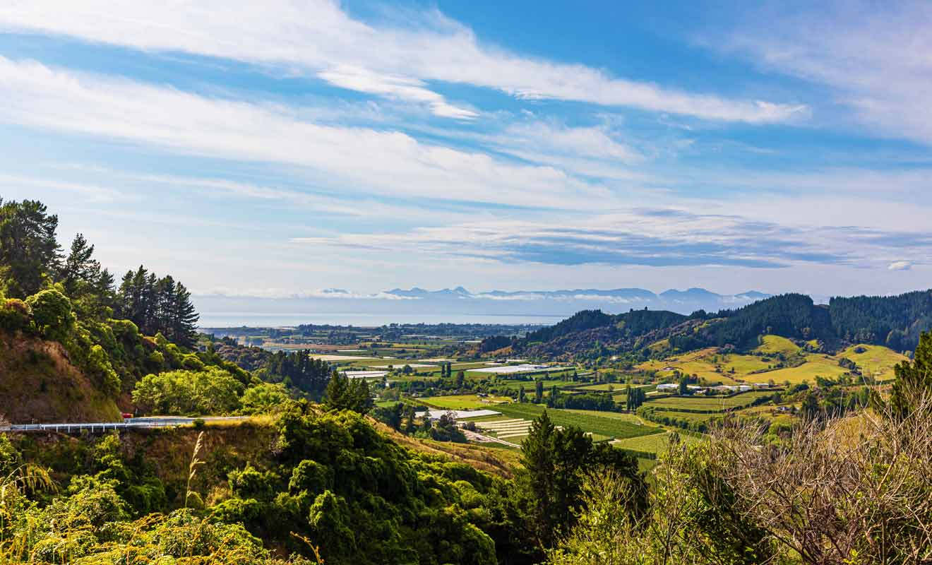 Après avoir dépassé Nelson puis Motueka, il faut attaquer l'ascension des collines pour rejoindre Golden Bay.