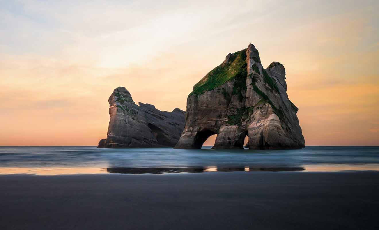 Fort heureusement, la plupart des voyageurs oublient de visiter Golden Bay et vous serez tranquille durant vos activités.