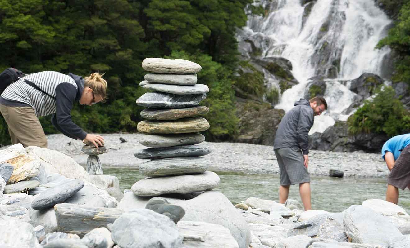 Construisez un cairn et vous serez bientôt imité par d'autres voyageurs.