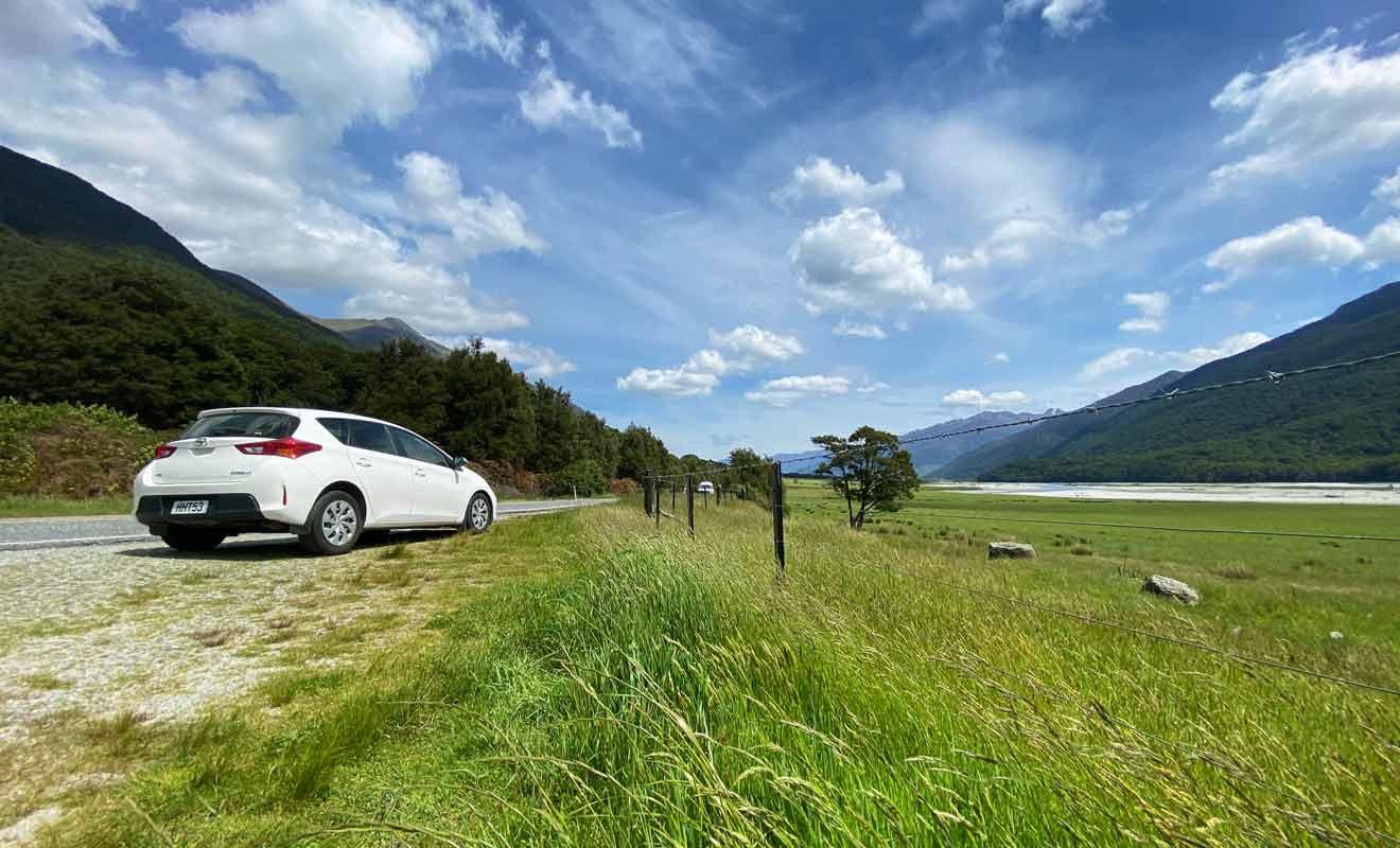 Suivre la SH6 est déjà une expérience à part entière avec une route qui traverse de vastes vallées glaciaires et des forêts impénétrables.