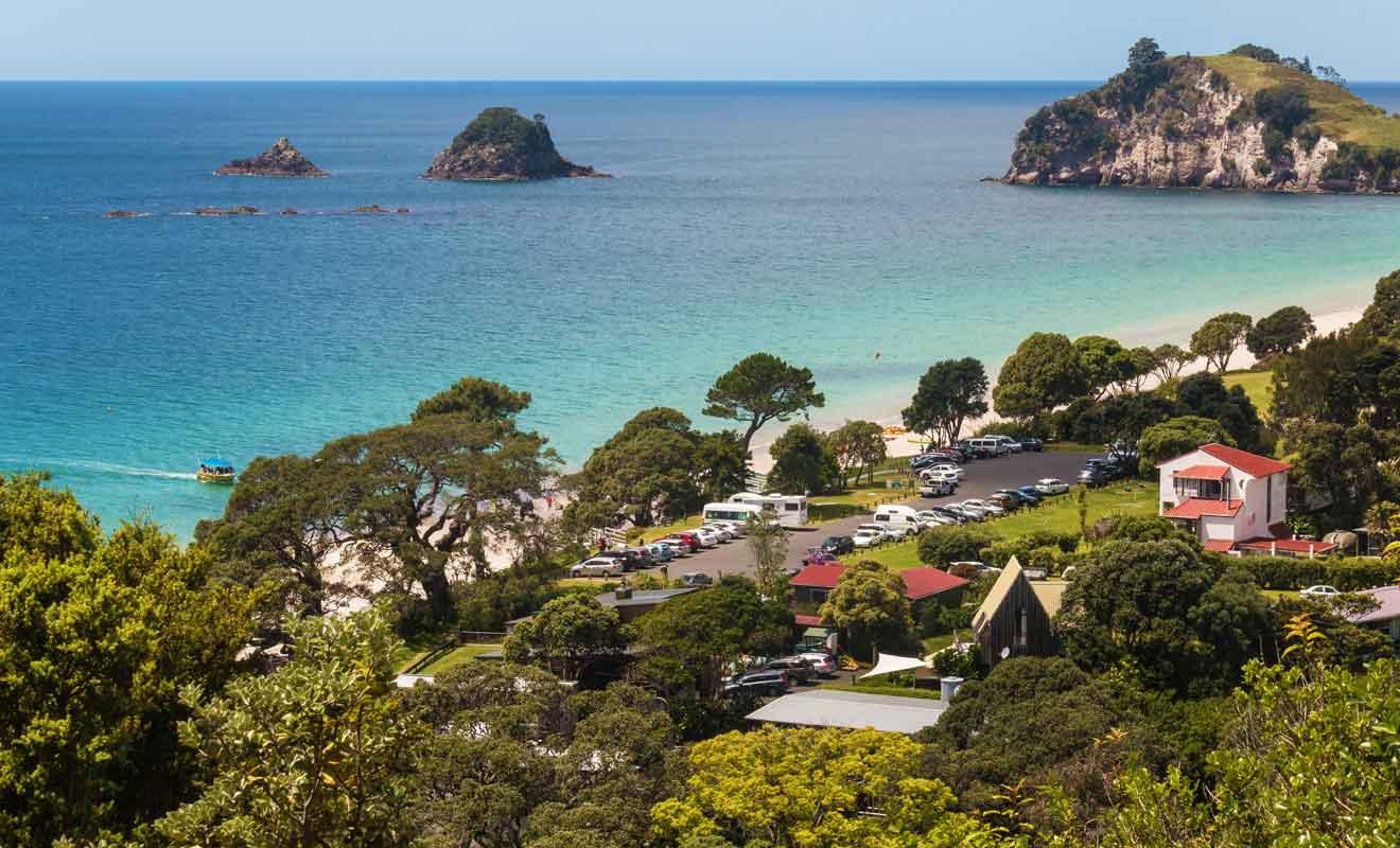Hahei est le camp de base incontournable pour se rendre à Cathedral Cove, que ce soit par terre ou par mer.