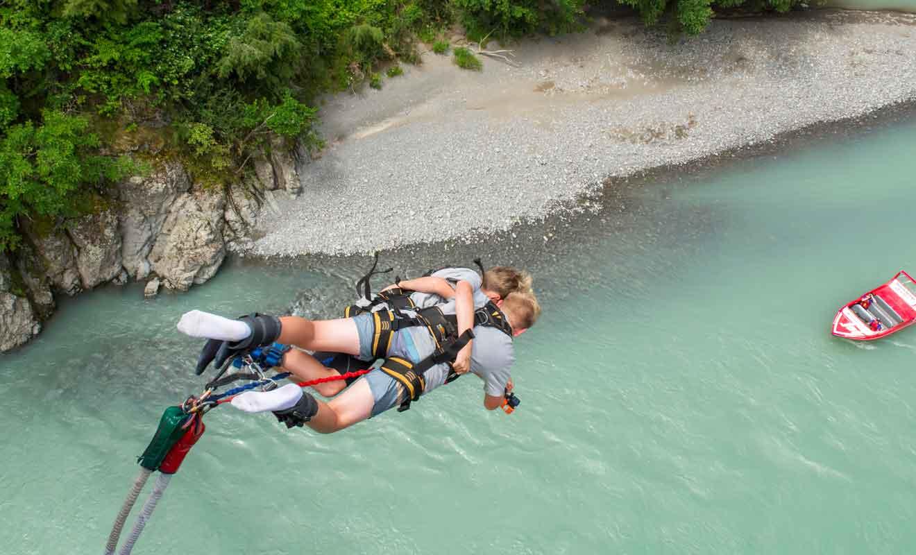 Il faut une sacré dose de courage pour oser sauter du haut du pont !