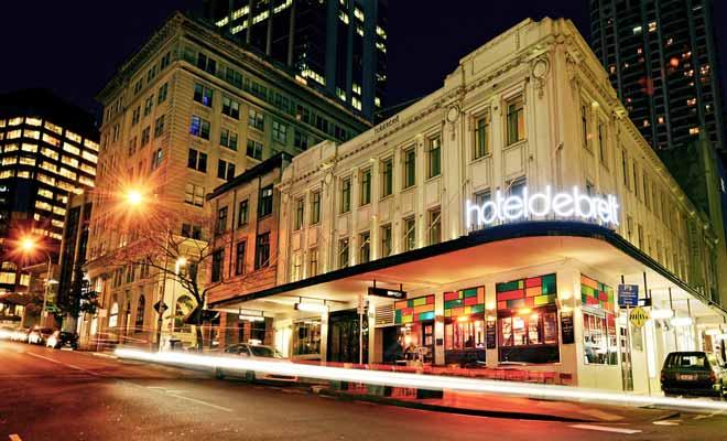 Choisir un hôtel en centre-ville permet d'organiser plus facilement la visite d'une ville car l'on peut facilement faire un saut rapide pour déposer des affaires ou se changer avant d'aller dîner. Mais ce n'est pas une obligation et tout dépend des activités que vous envisagez.