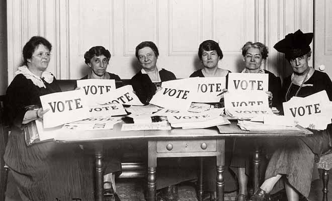À la surprise générale, ce sera la Nouvelle-Zélande qui sera le premier pays à accorder le droit de vote aux femmes en 1893, cinquante ans avant la France par exemple.