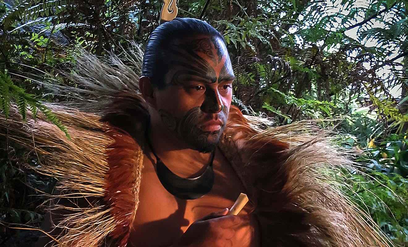 D'origine polynésienne, les Maoris sont d'excellents navigateurs et ils seront les premiers à découvrir puis peupler la Nouvelle-Zélande.