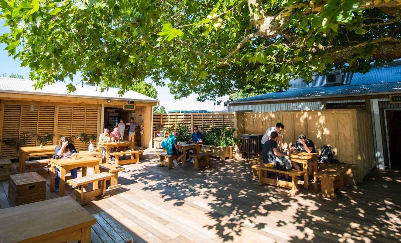 Les installations sont modernes et le café propose un menu de bonne qualité.