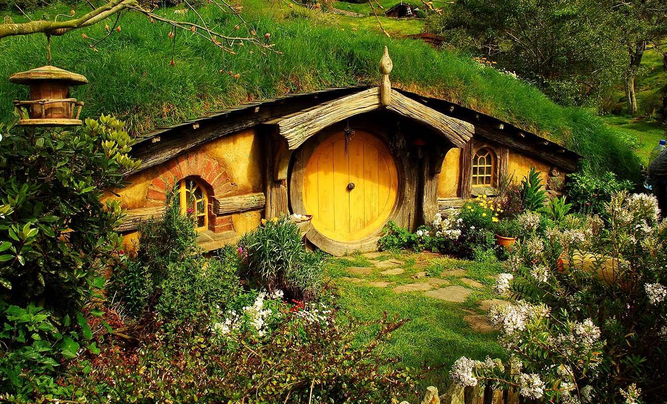 Une armée entière de jardiniers contribue à entretenir le village toute l'année. Le but étant de donner l'impression que le village existe vraiment. Et le moins que l'on puisse dire, c'est que l'illusion fonctionne à merveille !