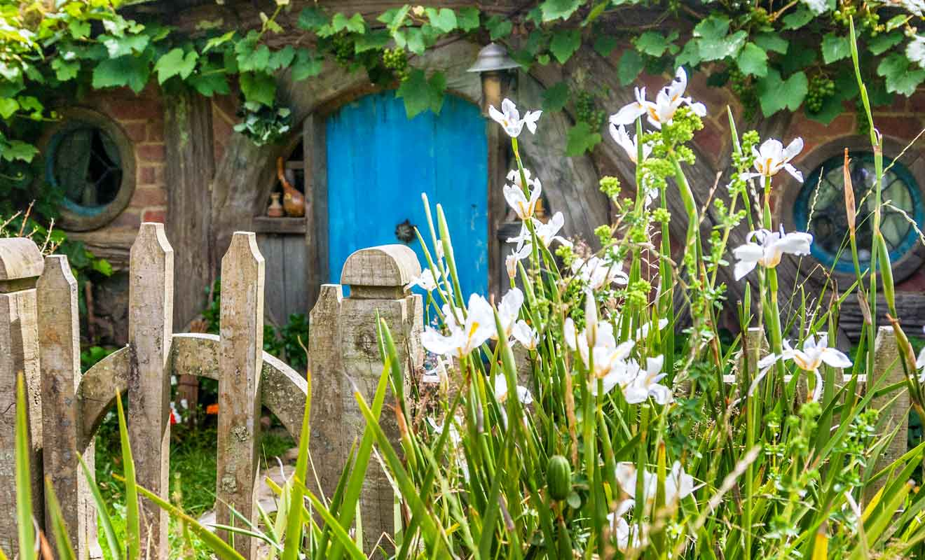 Hobbiton emploie près de 300 personnes de la région pour maintenir le village en parfait état.