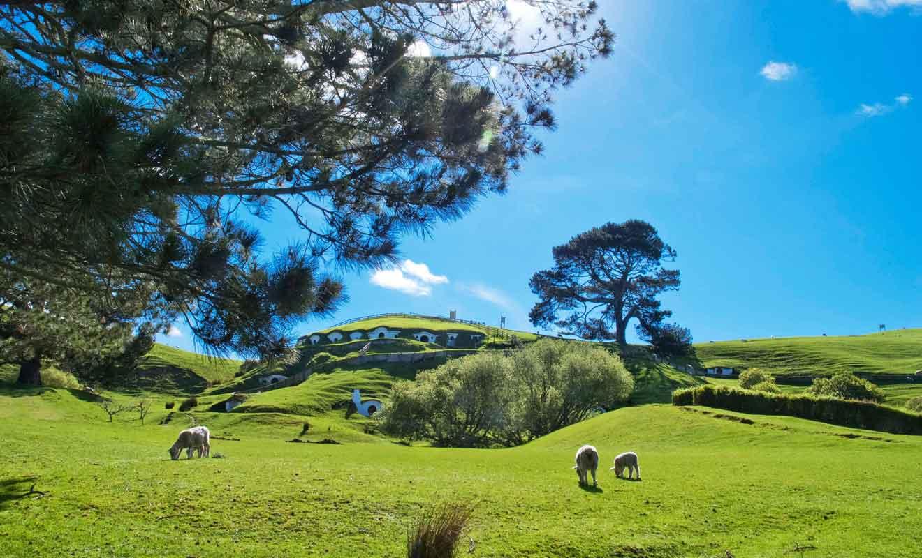 Seuls les trous creusés dans les collines ont subsisté après le tournage des scènes dans le village.