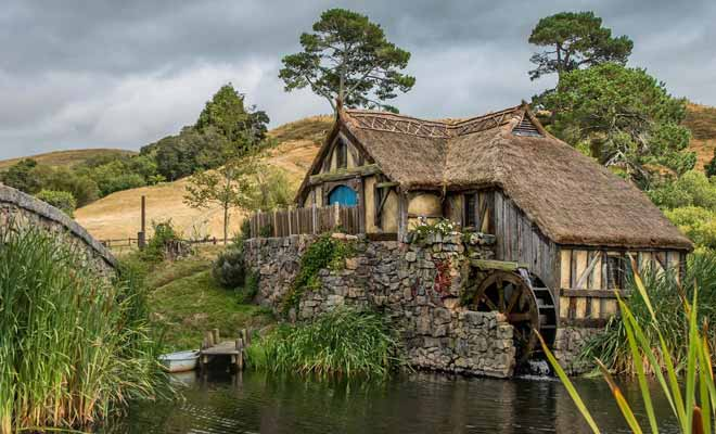 The village of the Hobbits that one discovers at the beginning of each trilogy of Peter Jackson can be visited. It costs about $ 75 per adult, which may seem expensive for a two hour activity. But having adrink at the Green Dragon Inn is included in the price.