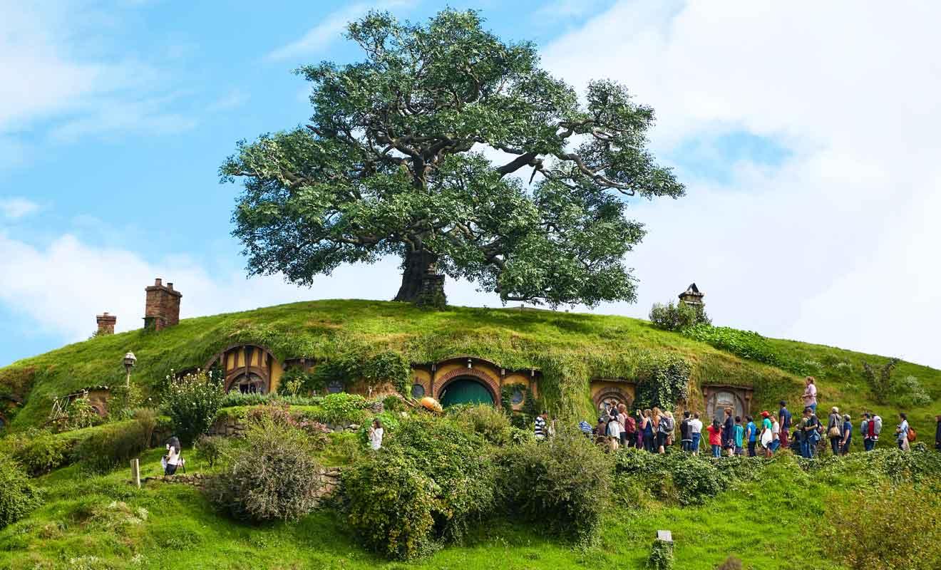 Vous suivrez le sentier qui grimpe la colline jusqu'à Bag End, la maison de Bibon sous la colline.