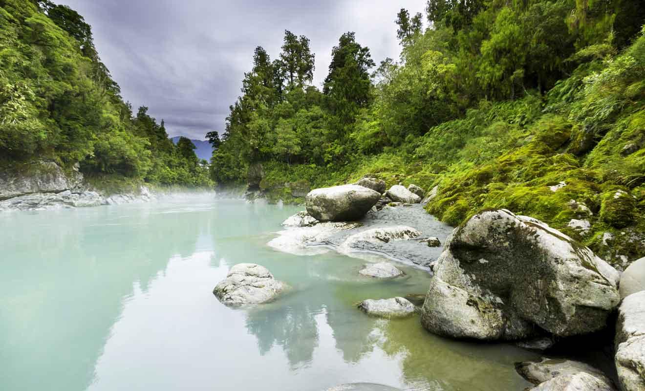 La plupart des paysages n'en sont pas moins beaux sous la pluie, alors ne laissez pas quelques averses vous gâcher les vacances.