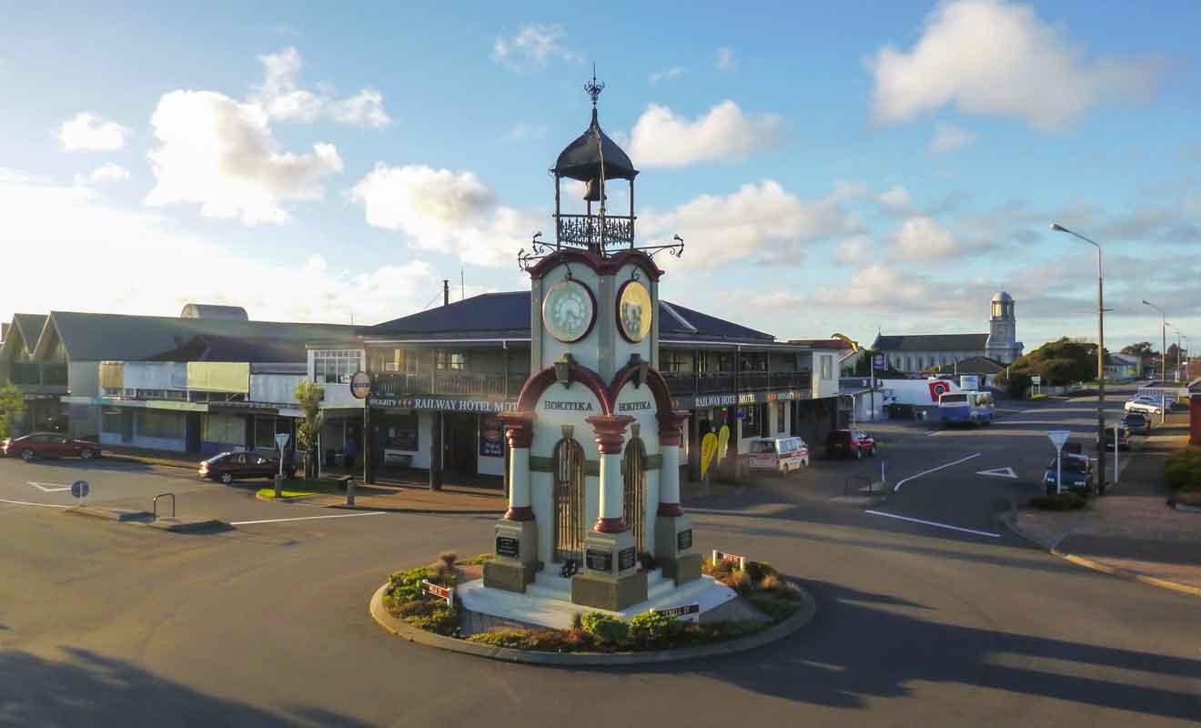 Visitez les rues adjacentes de l'Hokitika Clock Tower pour retrouver les boutiques qui vendent du pounamu.