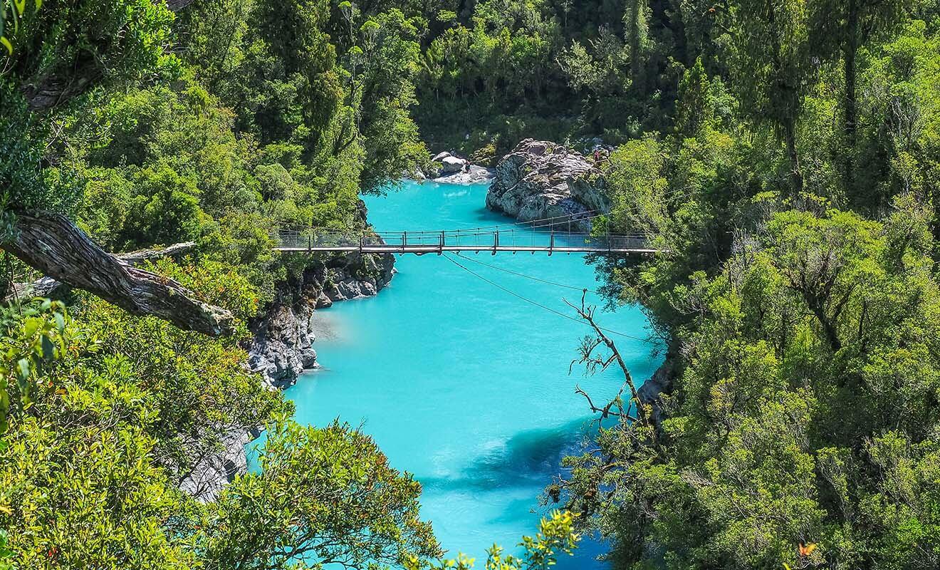 Les gorges d'Hokitika ne sont pas juste à côté de la ville comme on pourrait le croire, mais le détour en vaut la peine par temps clair, car l'eau de la rivière prend une teinte turquoise.